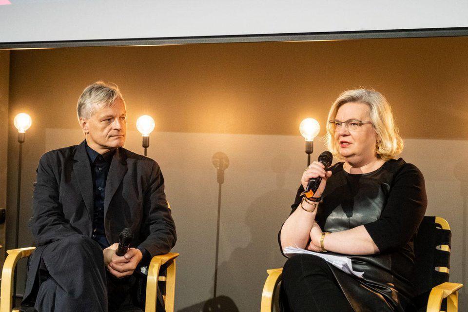 Neeme Raud speaking with Gunvor Kronman at TMW conference (PHOTO: ARON URB, TALLINN MUSIC WEEK)